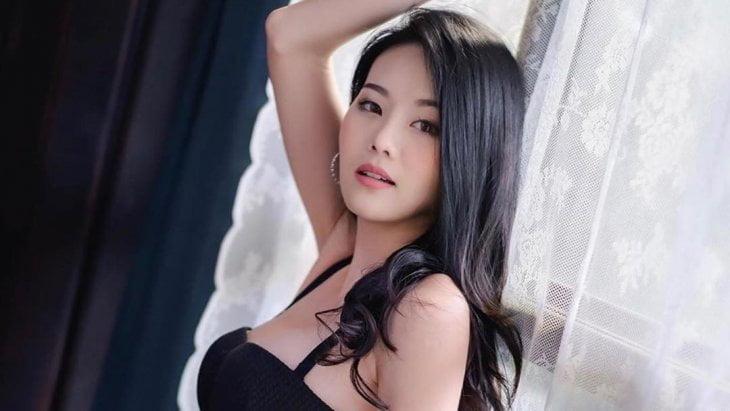 Date Asian Woman girl