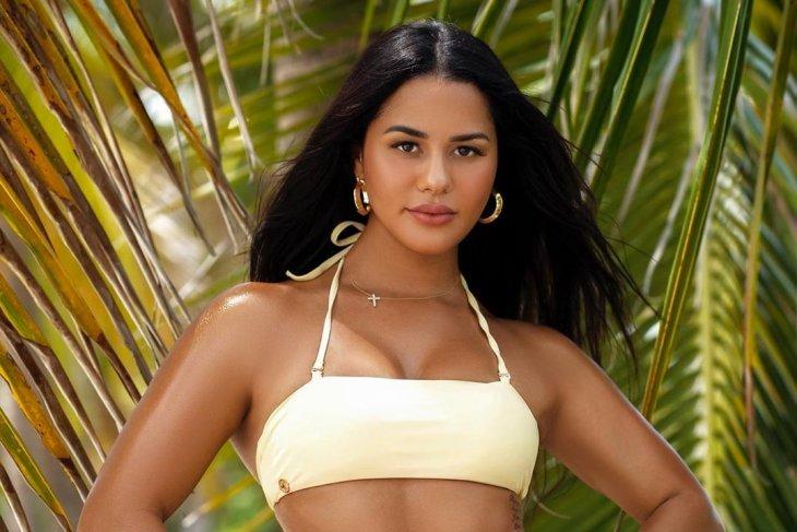 Latina woman